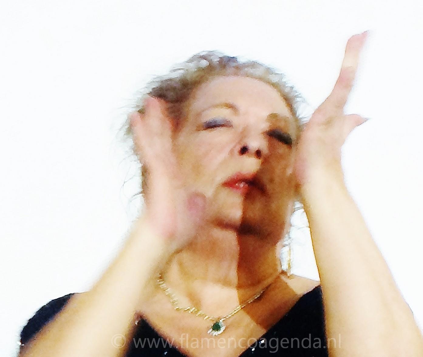Portret La Chana tijdens live flamenco uitvoering en film vertoning